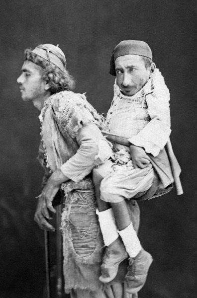 Yıl 1889, yer Şam... Gerçek bir fotoğraf... Taşı