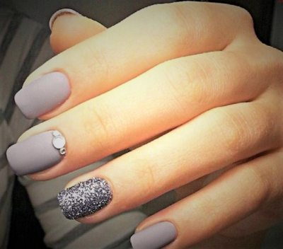 Simple and stylish nail design. Very nice for impo